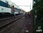 擦れ違う列車