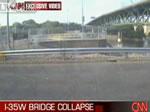 監視カメラに撮られた橋崩壊瞬間映像