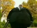 どっきりカメラ 超太っている男が転がってきたら