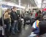 ニューヨークの地下鉄でダンス