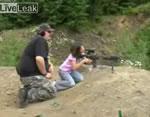 8歳の女の子が射撃