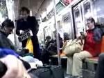 地下鉄でストリップ