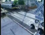 踏切事故瞬間映像