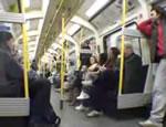 電車の車内でスリラー