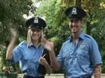 どっきりカメラ 裸になる警察官