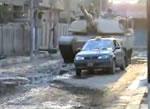 タクシーを潰す戦車