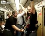 電車内で迷惑な二人