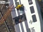 脱線した列車からの救出劇