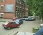 路面電車が車に突っ込む
