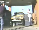 洗車でのハプニング映像
