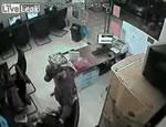 ネットカフェで強盗