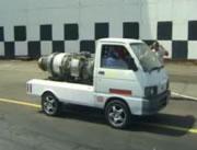 ジェットエンジンを積んだ軽トラ