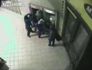 爆弾を使用するATM強盗