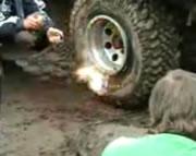 面白いタイヤ修理テクニック