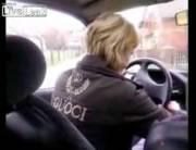女性が初めて車を運転