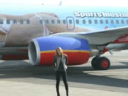 機体にプリントされた美人モデル バー・ラファエリ