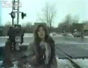 危険な女性レポーター