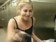 女子トイレで酔っ払いのハプニング