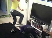 部屋で格闘技ごっこは危険