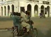 バイクで5人乗り
