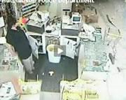 スーパーに車から間一髪で助かった女性