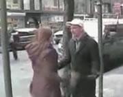 彼女に殴られる彼氏