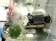 ブルトーザーで町を破壊しまくる映像