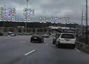 逃走中に横転して車から車から放り出される容疑者