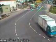 トラックとバイク事故