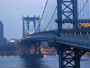揺れるマンハッタン橋
