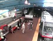 駅で電車衝突事故