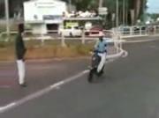 ドジなスクーターで事故