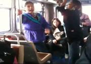 バスの中で女性同士の大喧嘩