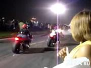 激しいバイク同士の正面衝突事故