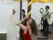 結婚式のダンスタイムでのハプニング
