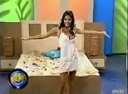 ベッドの宣伝で・・美人タレントに悪戯