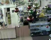 質屋で銃を盗む強盗