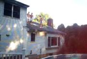屋根からプールへの飛び込み失敗