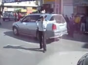 ラマッラ 警官による交通整理