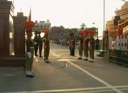 インドとパキスタンの国境で毎日行われるクロージングセレモニー
