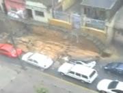 暴風雨の影響で外壁が崩れる