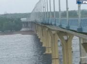 ロシア ボルゴグラード 強風で揺れる橋