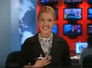 バス事故後処理の中継後にニヤッと笑ってしまう美人ニュースキャスター
