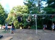 ブランコジャンプ・・女性が頭を強打