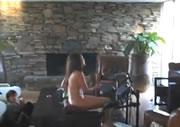 ママさんが素っ裸でドラム