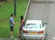 道端でカップルの喧嘩