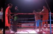 ボクシング 女性を襲うカンガルー