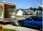 車をトラックに乗せようとして大失敗