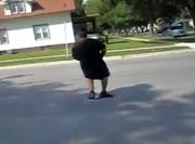 車道に出て踊っていたら・・・