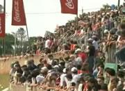 崩れる観客席